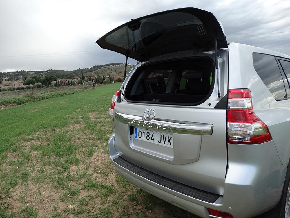 Foto de Probamos el Toyota Land Cruiser 180D, todas las imágenes del motor, maletero y otros detalles (7/32)