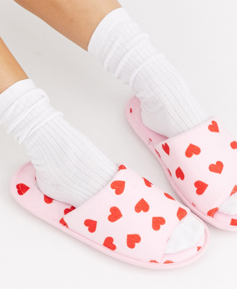 Zapatillas de estar en casa para San Valentín de Truffle Collection