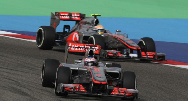 Nico Rosberg no es sancionado por sus maniobras con Lewis Hamilton y Fernando Alonso