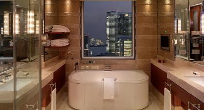 Baños de lujo: Una bañera con vistas
