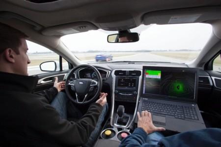Ford Fusion/Mondeo Híbrido autónomo en el circuito
