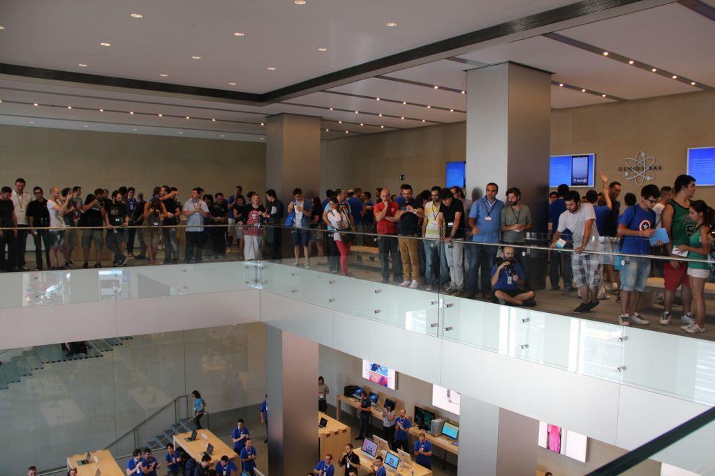 Foto de Inauguración de la Apple Store del paseo de Gracia (16/27)