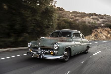 Este oxidado Icon Mercury Coupé de 1949 es el mejor coche eléctrico del SEMA, y tiene corazón Tesla