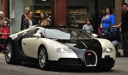 Bugatti Veryron en la calle