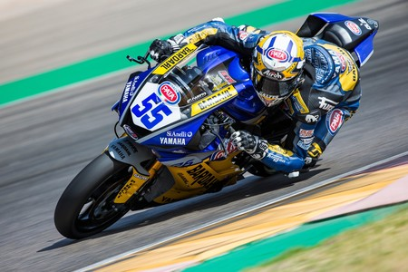 Andrea Locatelli gana su sexta carrera consecutiva y encarrila el mundial de Supersport