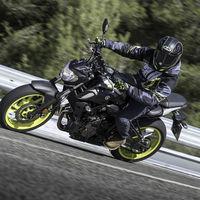 ¡Confirmado! La DGT va a hacer obligatorios los guantes para montar en moto