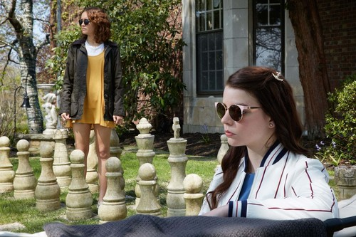 'Purasangre': una oscura comedia de niñas ricas, que funciona mejor cuanto más enigmática es