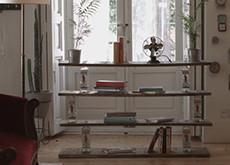 Cómo crear una estantería DIY súper original para tu salón con 6 botellas vacías