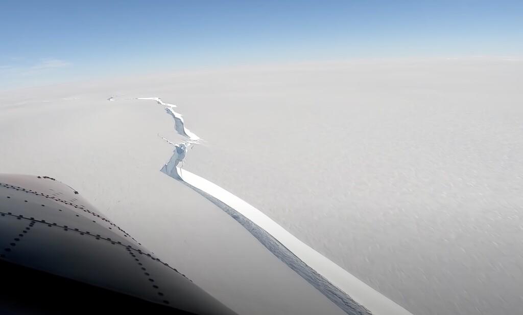 Un gigantesco iceberg de 1.270 km2 se acaba de separar de la Antártida: así es la kilométrica grieta que lo ha provocado