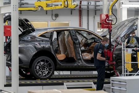 Primer Aston Martin Dbx Sale De La Linea De Produccion 6