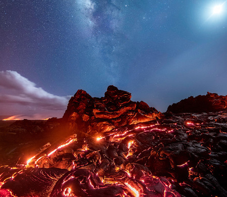 La Vía Lactea, la Luna, Marte, Saturno… y la lava del volcán Kilauea de Hawái en la misma toma (y no es un montaje)