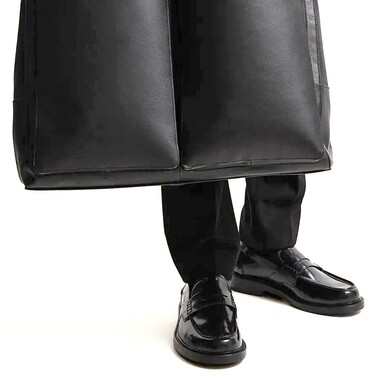 Estos mocasines con detalle de antifaz demuestran que llevar los tobillos al aire también es cuestión de estilo este otoño