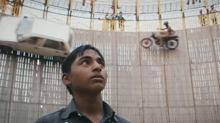 Django Django Wor, la vida en un muro de la muerte