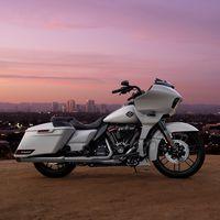 La Harley-Davidson CVO Road Glide es un sofá rodante aún más seguro y tecnológico de 46.500 euros