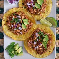 Tostadas mexicanas de tofu picante. Receta vegana para conquistar a carnívoros