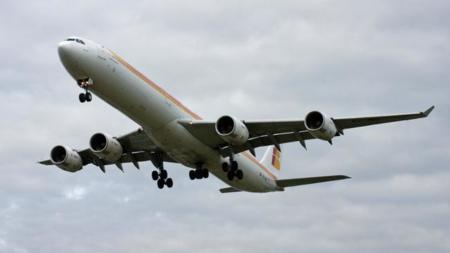Iberia, lista para implantar WiFi en sus aviones, aunque a precio de sangre de unicornio