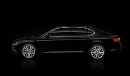 PRECIOSA 'acristala' el Škoda Superb y lo denomina Black Crystal