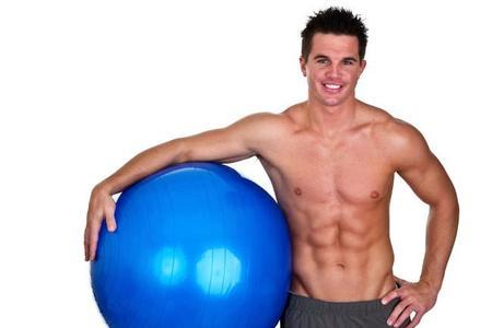 Los mejores ejercicios abdominales para realizar con fitball