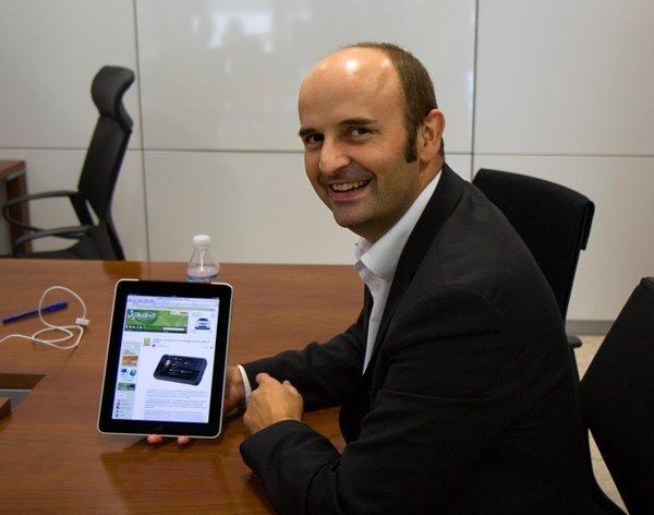 David del Val con un iPad