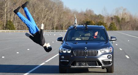 Y voló. El detector de peatones del BMW X1 fracasa en una prueba y no detecta ni uno