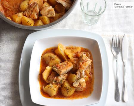 Patatas guisadas con fogonero, un sencillo plato casero de cuchara lleno de sabor