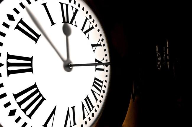 Como es el reloj que te dar las doce campanadas de 2013 for El reloj de la puerta del sol