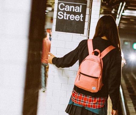 La mochila favorita de las celebrities solo cuesta 35 euros, y va camino de convertirse en viral