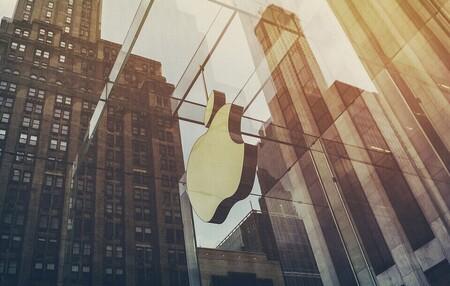 Apple quiere resucitar su proyecto de coche eléctrico, y ha fichado al exdirectivo de BMW padre de los i3 e i8