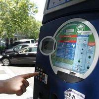 Si tienes un coche sin etiqueta de la DGT, olvídate desde 2020 de aparcar en la zona SER de Madrid (hasta para hacer visitas)