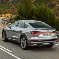 Los Audi e-tron y e-tron Sportback estrenan un cargador de 22 kW que reduce su tiempo de carga