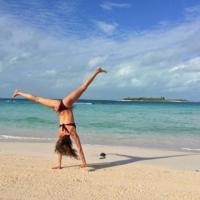 Las rebajas se van a la playa: 4 bikinis bandeau por menos de 30 euros