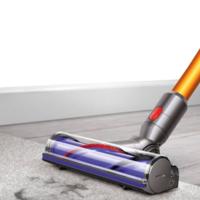 Dyson presenta su nueva aspiradora sin cables, Dyson V8, con la que presume de autonomía