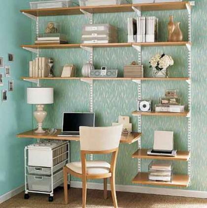 Ahorrar espacio en casa: Combinar el escritorio con la estantería