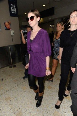 Anne Hathaway look calle viaje