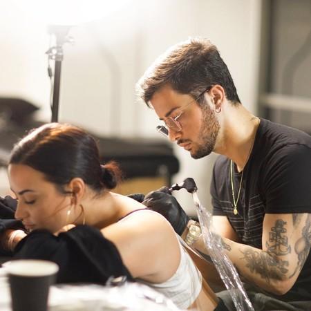 Demi Lovato sigue sumando y sumando tatuajes a su piel