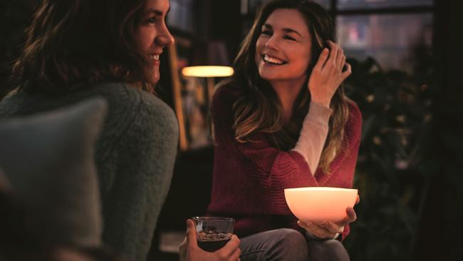 Las Philips Hue Go iluminarán allí donde necesites, gracias a su batería recargable