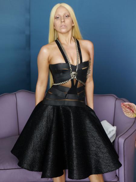 Se filtran las imágenes sin Photoshop de Lady Gaga para Versace