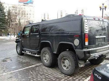 Un Hummer H6 circula por Rusia