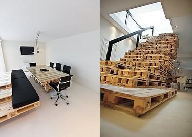 Una oficina hecha con palés