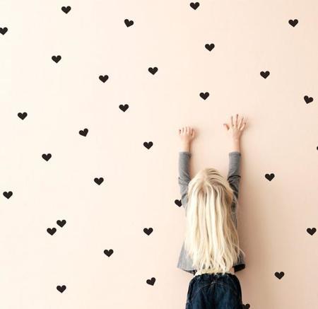 Hazlo tú mismo: Una pared con mini corazones