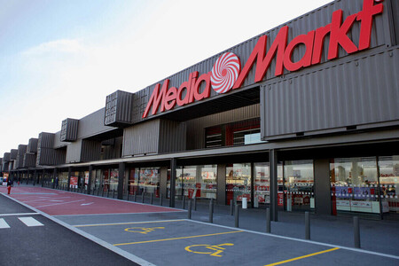Liquidación de productos de exposición en el outlet de MediaMarkt: portátiles gaming, móviles iPhone y patinetes eléctricos a precios de locura