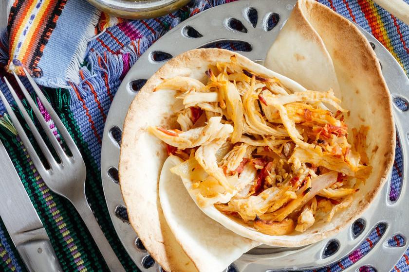 Tinga de pollo en cazuela de tortilla, papitas a la diabla y más en Directo al Paladar México