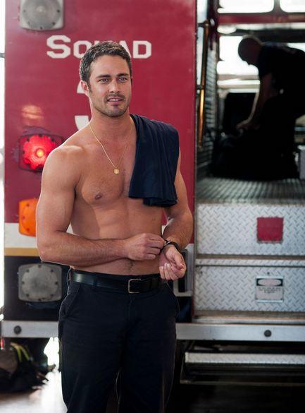 Taylor Kinney, el bombero buenorro que apaga los fuegos a Lady Gaga