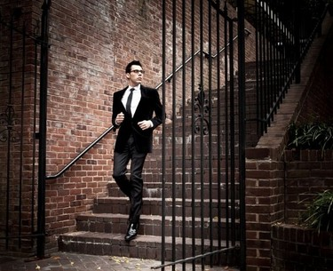 La calle dicta tendencia: ¿ya tienes tu blazer de terciopelo?