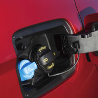 Paros en la producción de AdBlue para los camiones y coches diésel en Europa: se prevé escasez y ya ha empezado a subir de precio