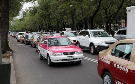 El gobierno de la CDMX dará 6,000 créditos para taxis híbridos y coches eficientes