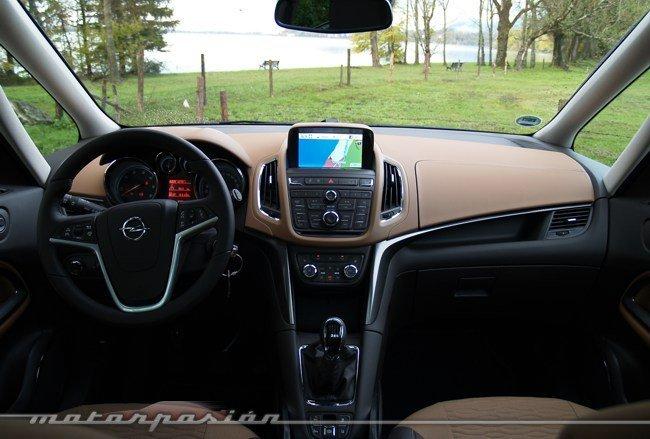 Opel-Zafira-Tourer-06