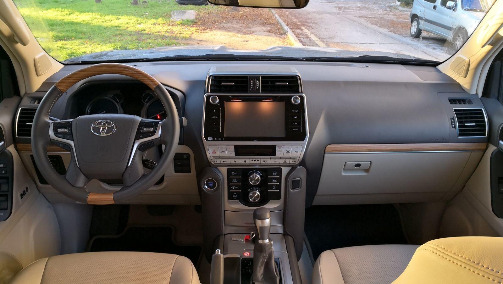 Toyota Land Cruiser Limited - Fotos interiores