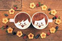Adorable historia de amor animada con arte de café latte