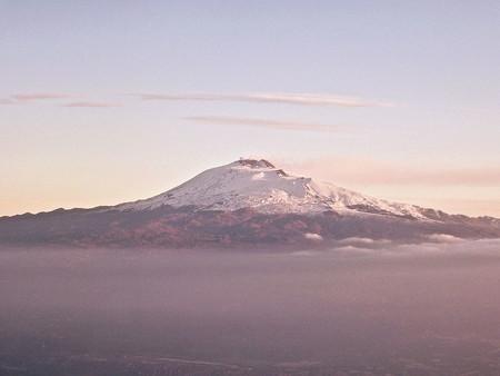 Un dron nos muestra la belleza de la erupción del volcán Etna